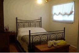 Спальня в дрме в Торонто, выставленном на продажу