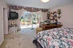 Спальня в доме, который можно купить