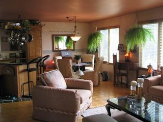 Недвижимость в Канаде: Столовая в доме в Кесвике, Онтарио