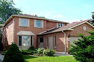 Дом в Ричмонд Хилле