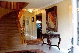 Лестница в доме в Ричмонд Хилле