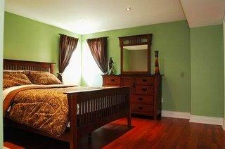 Спальня в бейсменте в доме на продажу