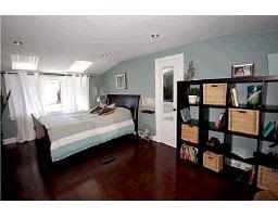 спальня в доме в Торонто на продажу