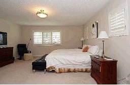 Спальня в доме миллионеров