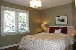 Спальня в канадском доме на продажу