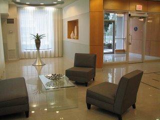 Холл в торонтовской квартире