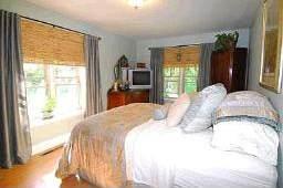 Недвижимость в Канаде - спальня в доме на продажу