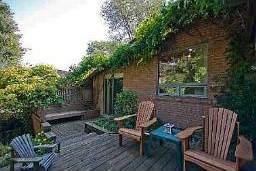 Уютный задний двор