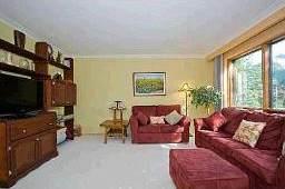 Жилая комната в доме на продажу